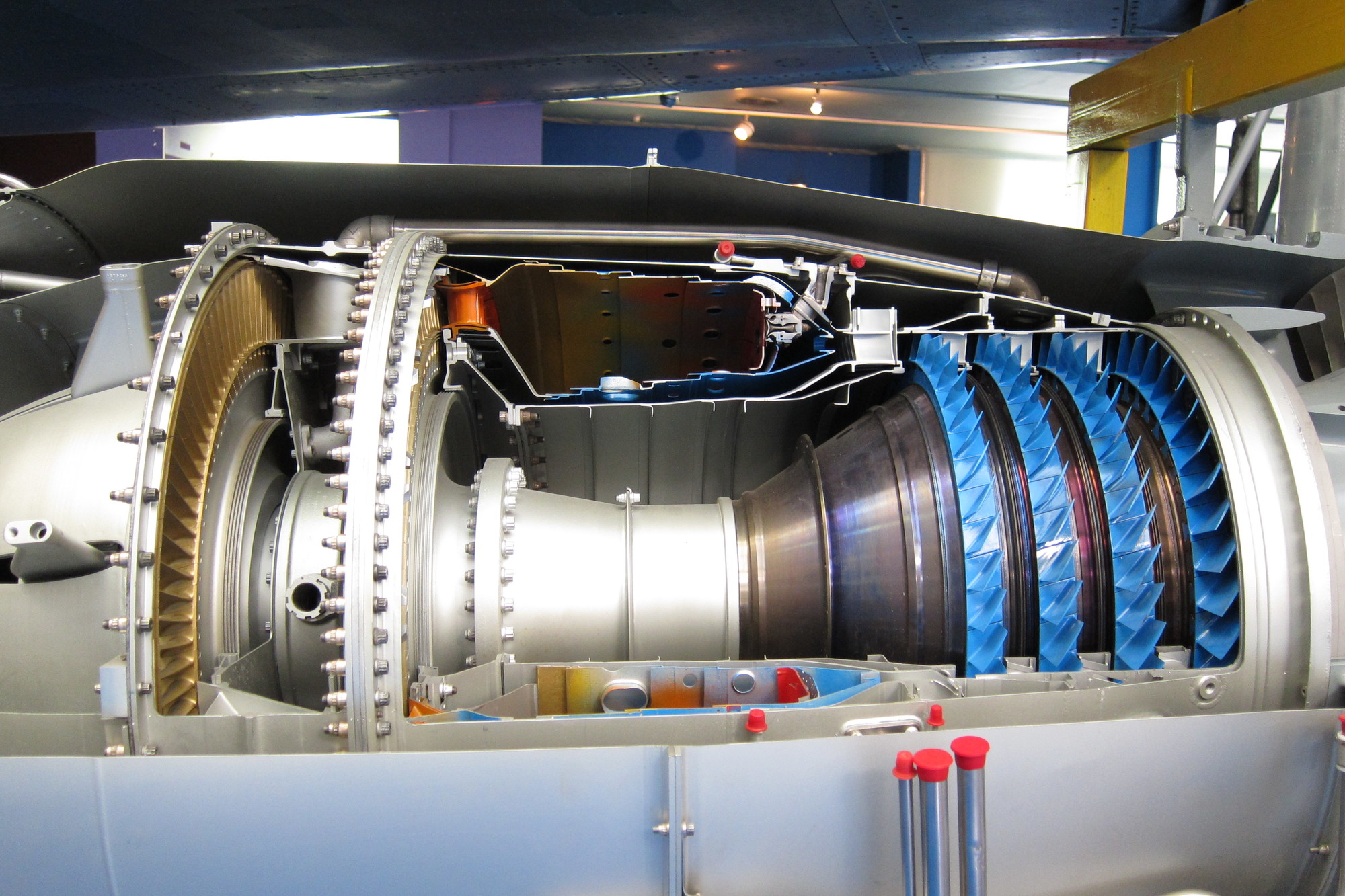 2/illustrations/rr_spey/Core_section_of_a_sectioned_Rolls-Royce_Turboméca_Adour_turbofan.jpg