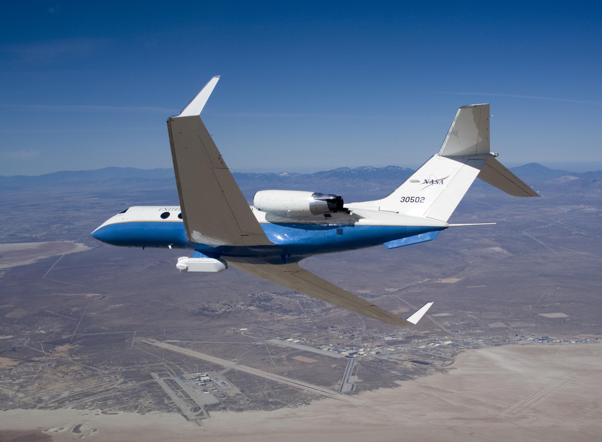 2/illustrations/rr_spey/NASA_83-0502_with_UAVSAR_at_Edwards_AFB_(ED07-0042-09).jpg