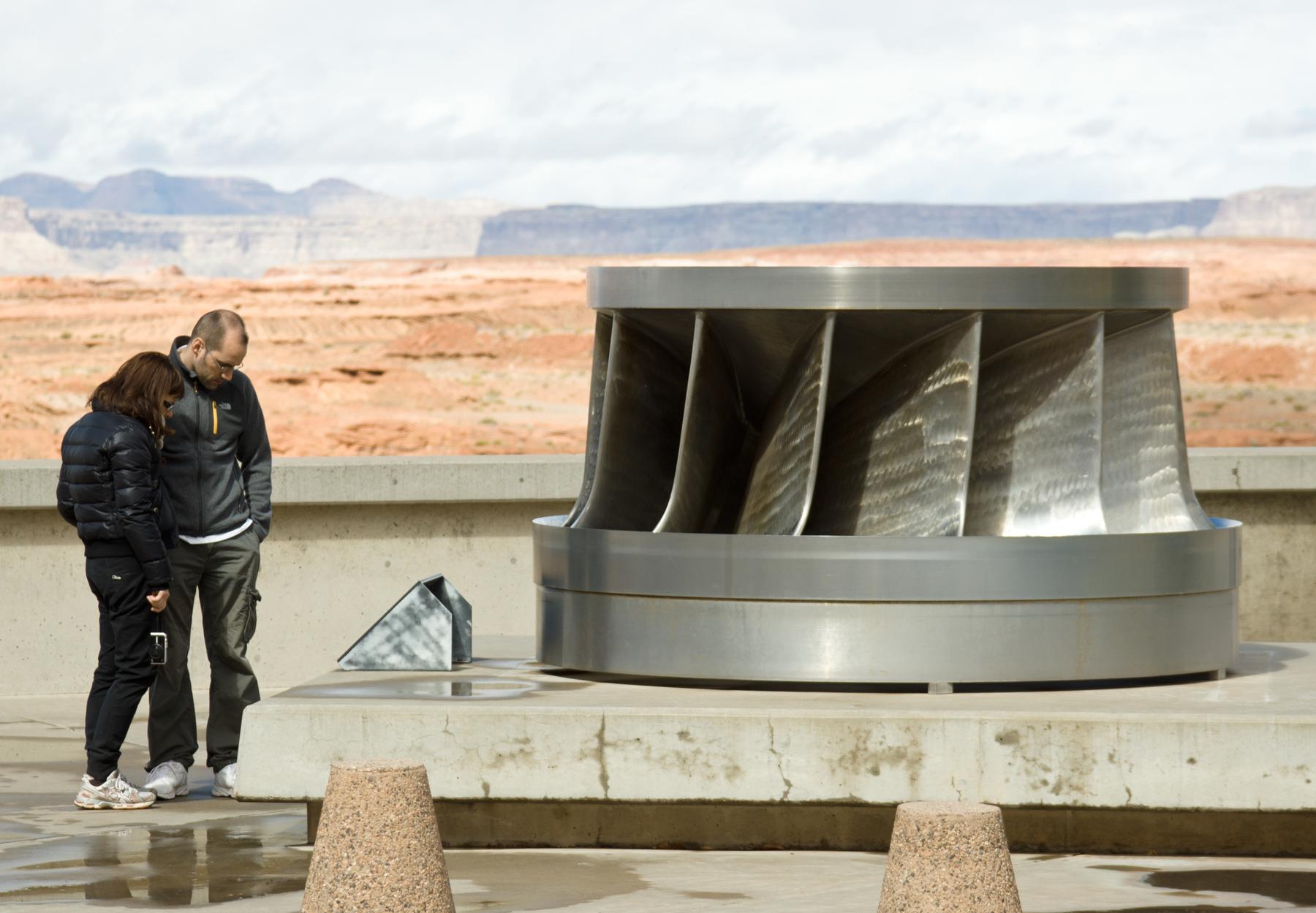 3/illustrations/Glen_Canyon_Dam,_turbine_runner_01_(cropped).jpg
