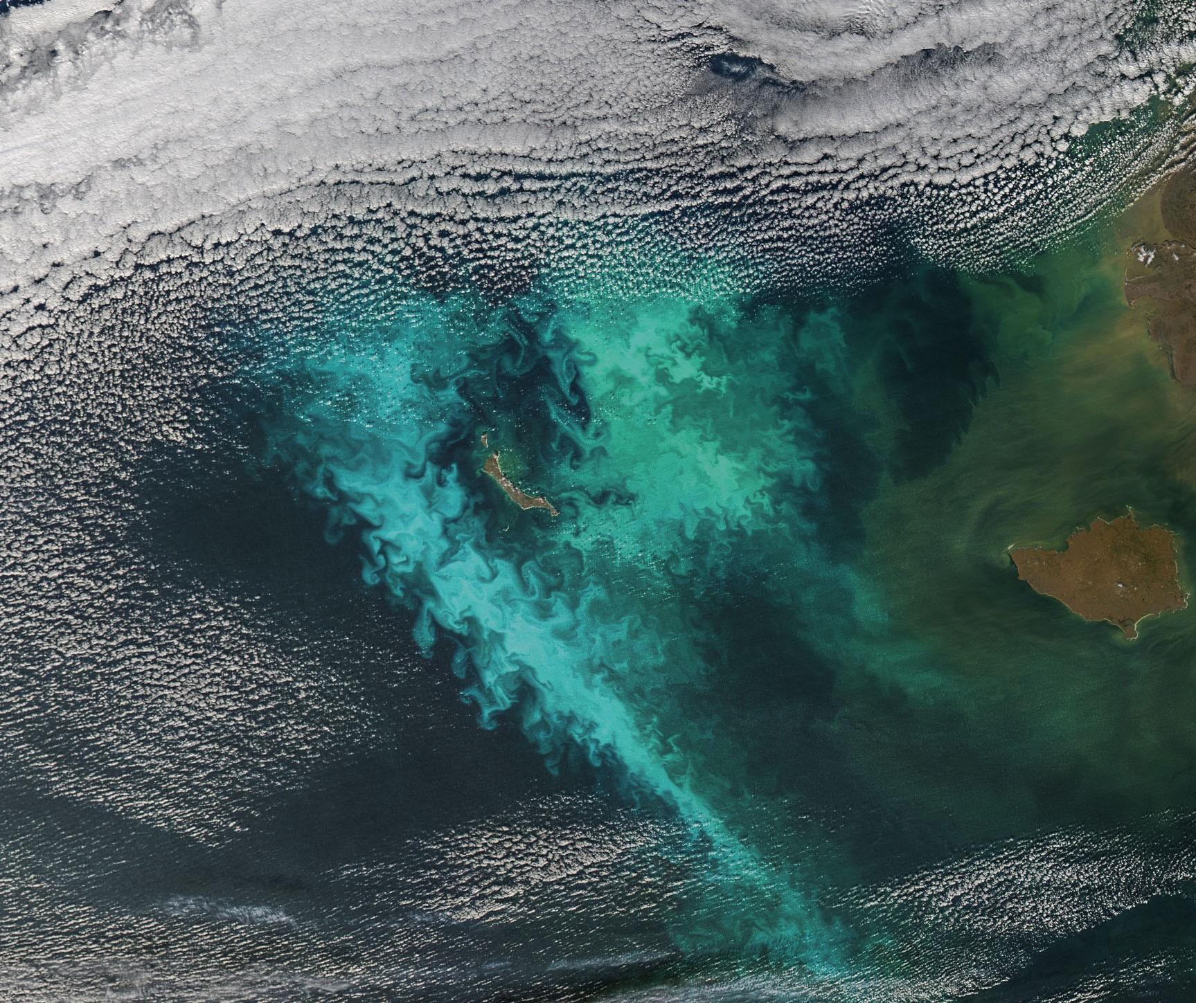 8/images/sat/The_Turbulent_Bering_Sea_(detail)_(14923408723).jpg